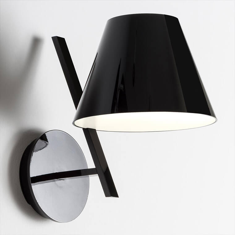 Designer wall light by Artemide