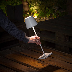 battery operated portable led table lamp outdoors